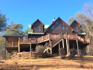Private Rare 5 BR Luxury Lodge w/StunningViews, HotTub, FirePit, Ellijay