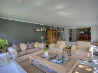 Bright & Sunny Constantia Home perfect for entertaining and relaxing