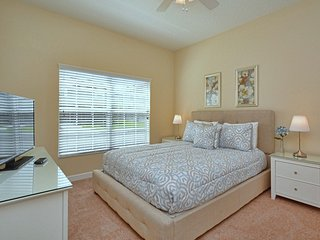 N E W !! 2014 PROFESSIONALY FURNISHED ! PRIVATE POOL BBQ GRILL! NEAR CLUB HOUSE