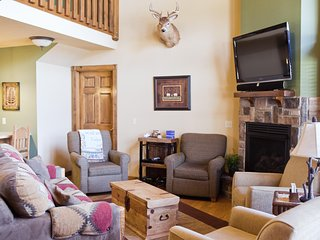 Luxury Four Bedroom lodge in Stonebridge near SDC, Reeds Spring