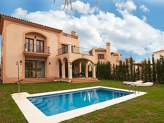 Villa in Estepona with Internet, Parking, Garden, Balcony (104295)