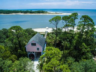 Private feeling Beachfront house-prices reduced for June