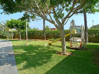 """Apartment a short walk away (138 m) from the """"Playa de les Marines"""" in Dénia"""