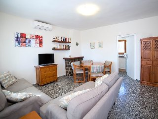 Villa in Calp with Internet, Air conditioning, Parking, Terrace (106145)