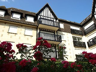 Apartment 486 m from the center of Benerville-sur-Mer with Lift, Parking