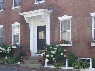 Charming historic building from 1700's!, Marblehead