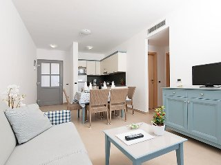 Apartment in the center of Banjole with Internet, Air conditioning, Parking