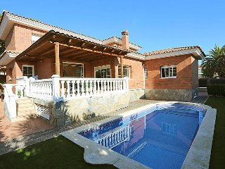 Villa in Cambrils with Air conditioning, Parking, Terrace, Garden (142883)