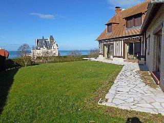 Villa in Benerville-sur-Mer with Terrace, Internet, Parking, Garden (145471)
