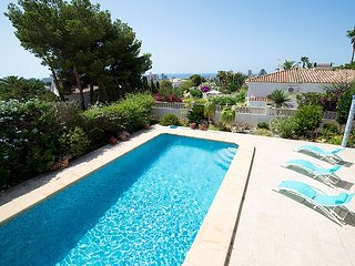 Villa 827 m from the center of Calp with Internet, Parking, Garden, Washing