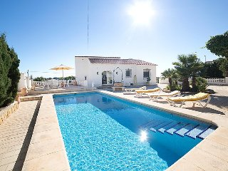 Villa in Calp with Internet, Air conditioning, Parking, Terrace (441685)