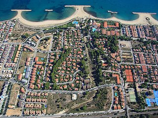 "Villa a short walk away (134 m) from the ""Playa la Llosa"" in Cambrils with Air"