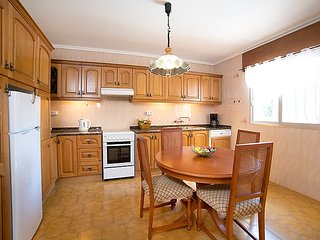 Villa in Calp with Air conditioning, Parking, Terrace, Garden (494655)