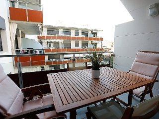"Apartment a short walk away (285 m) from the ""Playa de l'Esquirol"" in Cambrils"