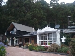 Mountain home ,self contained., Claude Road