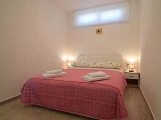 Apartment in Banj with Internet, Parking (529453)