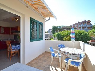 Apartment in Banj with Terrace, Air conditioning, Parking, Washing machine (567104)