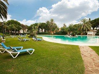 "Apartment a short walk away (461 m) from the ""Playa de Casasola"" in Estepona"