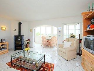 Villa in Calp with Internet, Parking, Terrace, Garden (90483)