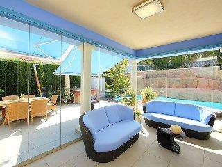 Villa in Calp with Internet, Air conditioning, Parking, Garden (90485)