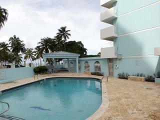 Ocean Front big 1 bedroom Isla Verde with private parking
