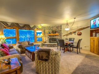 Gorgeous Condo Steps From Gondola, Steamboat Springs