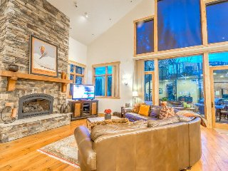 Luxury Townhome, Great Mountain Feel