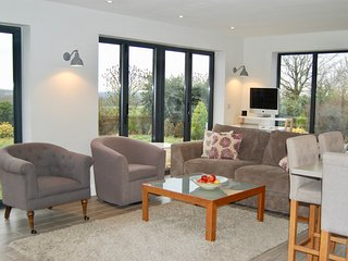 Contemporary 5/6 bedroom family home, views across to the Cheltenham Racecourse, Southam