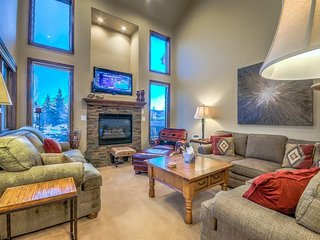 Luxury on 3 Levels in The Cascades at Eagleridge