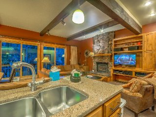 True Ski In/Out Townhome , Sleeps 12, Steamboat Springs