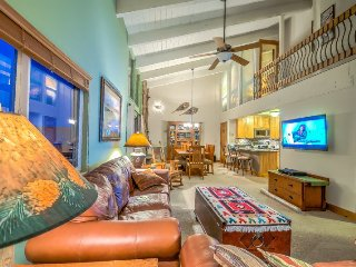 Beautifully Finished Slopeside 3 BD/3BA Top Floor Condo, Steamboat Springs