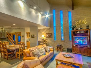 Fabulous, Super Spacious Mountain Townhome Next To Gondola, Steamboat Springs