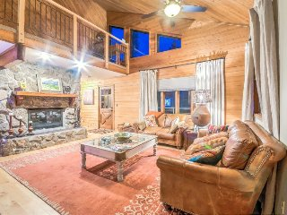 Beautiful Home On The Creek, Private Hot Tub, Privacy