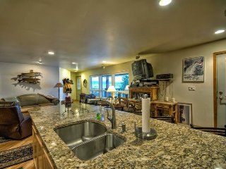 Beautiful Ski Condo With Great Location