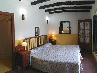 Gran casa junto al embalse de Zahara de la Sierra (Cadiz) ANDALUCIA