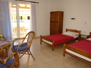 Luxury studio, 50 meters from the beach & center for  2-3 p, Agios Gordios