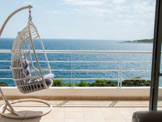 Beautiful quiet seaside house in Marathon - 50 meters from the sea