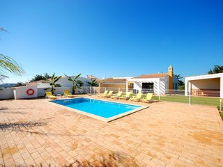 UP TO 10% OFF! MONTE DOS LOURENCOS, brand new villa, private pool (fenced), AC