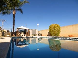 espectacular villa con piscina 10 minutos valencia ciudad, La Eliana