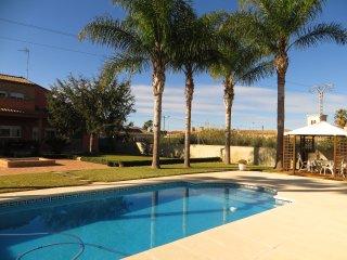 espectacular villa con piscina 10 minutos valencia ciudad