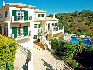 RITZY, spacious villa with pool (heatable), AC, games room, WiFi