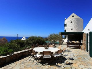 Windmill villa with breathtaking sunsets and pool, Koundouros