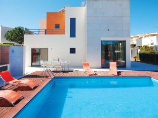VIVA, Modern villa, close to the strip, AC, private heatable pool, bbq, garden