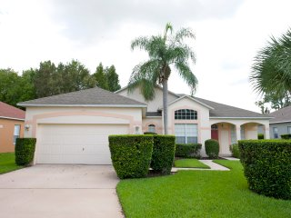 Sunny Horizons, A Beautiful 3 Bedroom 2 Bath Golf Community Home
