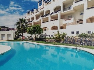 2 Bedroom 2 Bathroom Luxury Apartment with Communal Pool