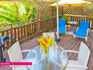 Hibiscus Heights - Sweet Nest Cottage, with private deck