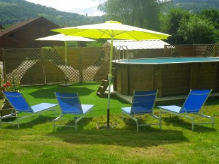 SUPERBE CHALET NEUF STANDING- PISCINE CHAUFFEE - AIRE JEUX - TB TERRASSE - WIFI