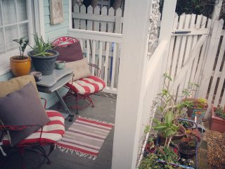 Adorable 2 bedroom house just half a block off Duval Street! LOCATION LOCATION!!, Key West