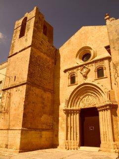 Quattrocentesco Convento di Santa Maria del Gesù ,a pochi passi de Le Case degli Avi