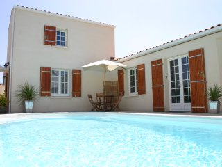 A3 Apartment with Pool in Central La Rochelle
